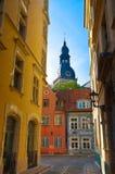 Vecchia via della città di Riga Fotografia Stock