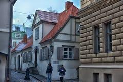 Vecchia via della città di Riga Fotografia Stock Libera da Diritti