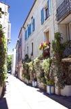 Vecchia via della città in Provenza Fotografia Stock