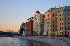 Vecchia via a Mosca fotografie stock