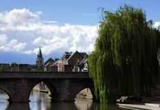 Vecchia via nella città di Amiens Francia immagini stock