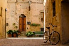 Vecchia via in Pienza, Italia Immagini Stock Libere da Diritti