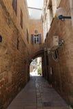 Vecchia via stretta tipica di Giaffa - Tel Aviv Immagini Stock Libere da Diritti