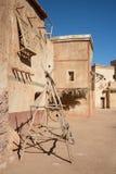 Vecchia via in un villaggio antico Immagine Stock