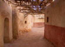 Vecchia via in uno stabilimento antico Immagine Stock