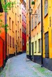 Vecchia via variopinta a Stoccolma Fotografie Stock Libere da Diritti