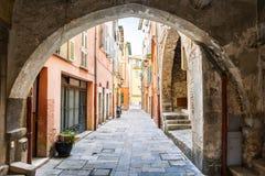 Vecchia via in Villefranche-sur-Mer Immagine Stock