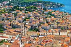 Vecchia vista aerea del centro città di Hvar Fotografia Stock