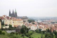 Vecchia vista della città di Praga fotografie stock