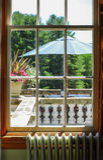Vecchia vista della finestra del terrazzo fotografia stock
