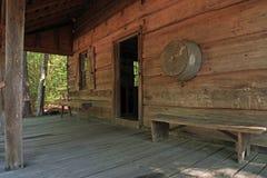 Vecchia vita pionieristica della cabina di ceppo Immagini Stock Libere da Diritti