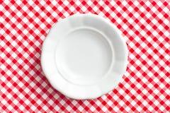 Vecchia zolla bianca sul tovagliolo checkered fotografia stock libera da diritti