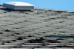 Vecchie assicelle del tetto immagini stock