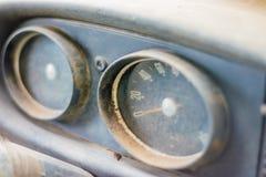 Vecchie automobili che stanno decomponendo a tempo Immagine Stock Libera da Diritti