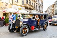 Vecchie automobili classiche sul raduno delle automobili d'annata a Cracovia, Polonia Fotografie Stock Libere da Diritti