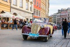 Vecchie automobili classiche sul raduno delle automobili d'annata a Cracovia, Polonia Fotografia Stock