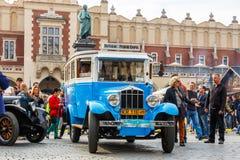 Vecchie automobili classiche sul raduno delle automobili d'annata a Cracovia, Polonia Fotografie Stock