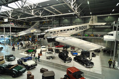 Vecchie automobili dell'annata all'interno del museo tecnico Speyer Immagine Stock Libera da Diritti