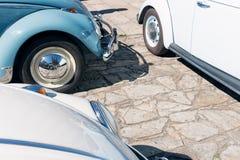 Vecchie automobili di Volkswagen Beetle immagini stock