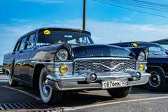 Vecchie automobili nel parcheggio gull Città di Ceboksary, Russia, 22/09/2018 fotografia stock