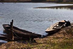 Vecchie barche nei laghi Fotografie Stock Libere da Diritti