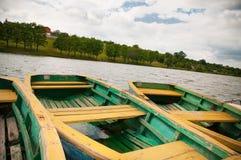 Vecchie barche sulla riva Fotografia Stock