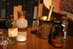 Vecchie bottiglie della medicina Fotografie Stock Libere da Diritti