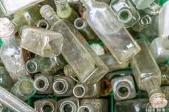 Vecchie bottiglie della medicina o di bevanda fotografia stock libera da diritti
