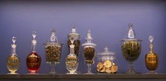 Vecchie bottiglie delle erbe medicinali Fotografie Stock Libere da Diritti