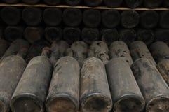 Vecchie bottiglie di vino Immagini Stock