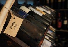 Vecchie bottiglie di vino Immagine Stock