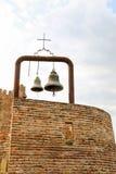 Vecchie campane di chiesa tradizionali gemellate Fotografie Stock Libere da Diritti