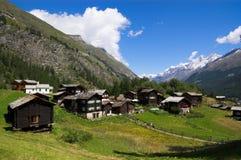 Vecchie capanne svizzere in montagne Immagini Stock