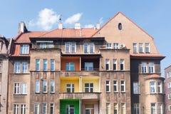 Vecchie case con mattoni a vista tradizionali in Zabrze fotografia stock libera da diritti