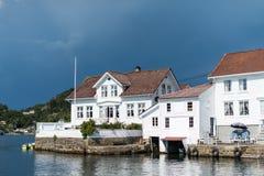Vecchie case costiere della Norvegia del sud Fotografia Stock