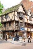 Vecchie case del fachwerk con i negozi ed i ristoranti a Oxford, Englan Immagini Stock Libere da Diritti