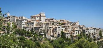 Vecchie case di città mediterranee della collina delle alpi Francia Fotografie Stock