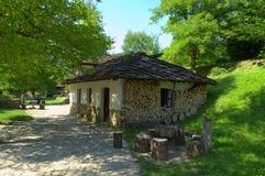 Vecchie case di pietra in Etar, Bulgaria fotografie stock libere da diritti