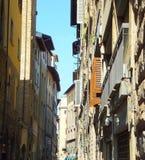 Vecchie case di pietra in una via a Firenze, Italia fotografia stock libera da diritti
