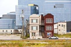 Vecchie case e nuovi casinò Fotografie Stock Libere da Diritti