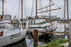 Vecchie case galleggianti nel porto di Copenhaghen immagini stock libere da diritti