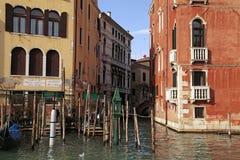 Vecchie case su Grand Canal a Venezia, Italia immagini stock