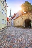 Vecchie case sulle vecchie vie della città tallinn L'Estonia fotografia stock