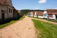 Vecchie case transilvanian tipiche nel villaggio di Daia, il distretto di Sibiu fotografia stock