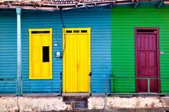 Vecchie case variopinte in Baracoa/Cuba Fotografia Stock Libera da Diritti