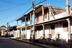 Vecchie case variopinte in Baracoa/Cuba Fotografie Stock Libere da Diritti