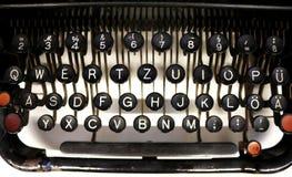 Vecchie chiavi tedesche della macchina da scrivere Immagine Stock Libera da Diritti