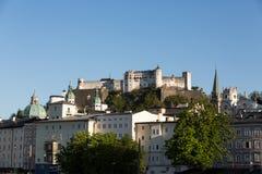 Vecchie città e fortezza Hohensalzburg, bello castello medievale a Salisburgo, Fotografie Stock