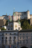 Vecchie città e fortezza Hohensalzburg, bello castello medievale a Salisburgo Fotografia Stock Libera da Diritti