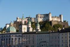Vecchie città e fortezza Hohensalzburg, bello castello medievale a Salisburgo, Fotografie Stock Libere da Diritti